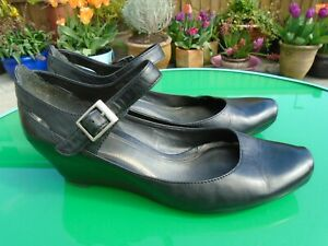 CLARKS BLACK MEDIUM WEDGE MARY JANES SANDALS/ SHOES UK 5.