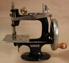 New ListingVintage Singer Child's Toy/Mini Sewing Machine Black Model 20