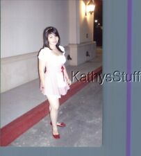 FOUND COLOR PHOTO V_0529 PRETTY WOMAN IN DRESS POSED