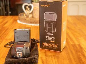 Neewer TT520 Speedlight.
