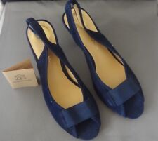 VINTAGE MODERN HIGH HEEL BLUE SHOES SIZE 71/2