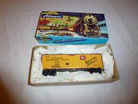 Vintage 1987 Athearn Burlington Refrigerator Express 40' Reefer Model Train HO