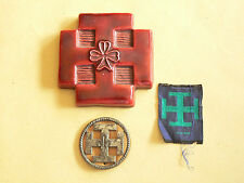 Lot de 3 Insigne SCOUTISME badge SCOUT Ecusson Croix Céramique signée An 50