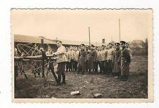 10/210 FOTO SOLDATEN  BAU SPERREN  MARKANTER SCHORNSTEIN ?- ATELIER HANAU MARSCH