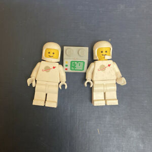LEGO Vintage White Spaceman Classic Space Minifigures Lot Set And Computer Block