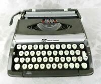 Vtg 1960s Smith Corona Corsair Deluxe Typewriter Rare Olive Green w-Case England