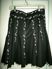 Black A-Line Flared Skirt, White Floral Embroidered Accents,Women's sz 6 EUC!