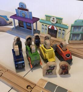 KidKraft PAW Patrol Adventure Bay Wood Play Accessories Vehicles Tracks Scenery
