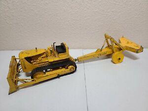 Caterpillar Cat D7 Dozer with Pull-Type Ripper - Reuhl 1:24 Scale Model