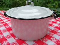 Vintage Enamelware 1 1/2 Quart Kettle Pan with Lid Enamel Soup Stock Pot Food