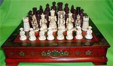 32 pezzi di scacchi un set di scacchi con tavolino in legno