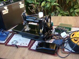 Antique Old Vintage Electric Featherweight  Singer Sewing Machine Model 221K