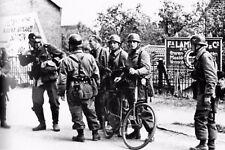 WW2 - Pays-Bas - Paras allemands devant l'aérodrome de Rotterdam le 10 mai 1940