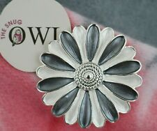 MAGNETIC DAISY FLOWER BROOCH Silver Grey White FLORAL BROOCHES Jewellery Scarf