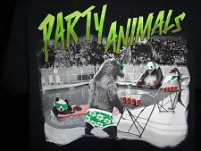 PARTY ANIMALS Bears and Penguin Playing Beer Pong T Shirt, Size Large -  Cute