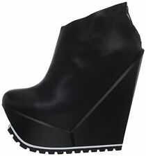 UNITED NUDE DELTA BLACK PLATFORM ANCLE BOOTS ON TRACTOR SOLE.  39