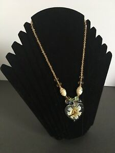 VINTAGE STYLE NECKLACE PENDANT HEART GLASS BEADS MAGNETIC CLASP FLORAL FLOWERS
