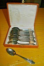 12 anciennes cuillères à dessert en métal argenté Carmen