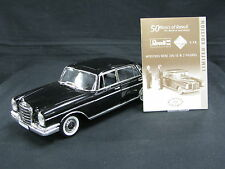 "Revell Mercedes-Benz 300 SE 1:18 Black + 2 Figurines ""50 Years of Revell"" (JS)"