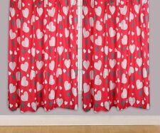 Rideaux et cantonnières rouge pour la maison