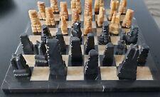SChachbrett mit Figuren aus Marmor Schwarz/Beige in sehr guten Zustand