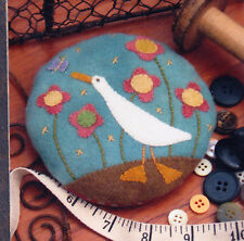 PATTERN - Gilroy Goose Pincushion - quick easy wool applique PATTERN