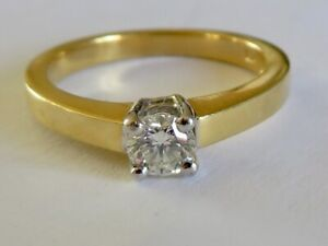 BEAUTIFUL DIAMOND SOLITAIRE IN HEAVY 18K YELLOW GOLD