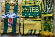 FC NANTES  maillot extérieur 1997/98 signé+2 bannières  + 2 ECHARPES