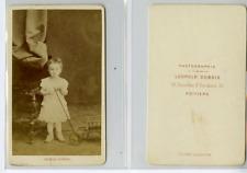 L. Dubois, Une fillette pose  CDV vintage albumen carte de visite,  Tirage alb