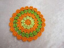 Häkelblume / Applikation gehäkelt aus reiner Baumwolle, orange / grün, ca. 10 cm