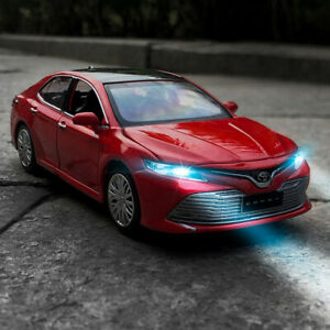 1:32 Toyota Camry Metal Diecast Model Toy Car Light Pull Back
