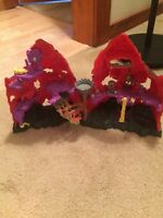 Mighty Max MM TRAPPED IN SKULL MOUNTAIN 1992 Bluebird Castle Set incomplete
