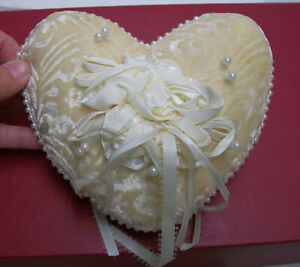 VTG WEDDING RING BEARER PILLOW Ivory Embossed Velvet  Ribbon Roses Pearl Trim