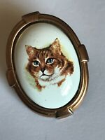 Beautiful Vintage Gold Tone Ceramic Cat Picture Brooch