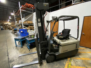 2008 CROWN SC4000 3-Wheel Electric Forklift 3 Stage Mast Sideshift, Charger
