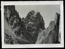 photo ancienne. Mont-Blanc . l'Aiguille du Dru . face nord est . 1934