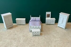Dolls House 1:24th scale bedroom furniture by Lees Line