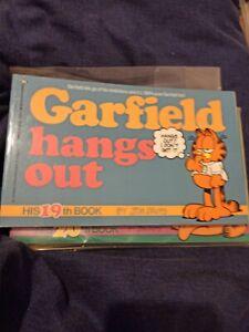 Garfield Hangs Out by Jim Davis (Paperback, 1991)