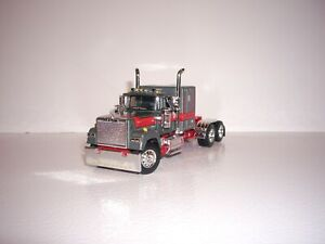 DCP FIRST GEAR 1/64 GUN METAL AND RED MACK SUPER-LINER WITH 60'' SLEEPER