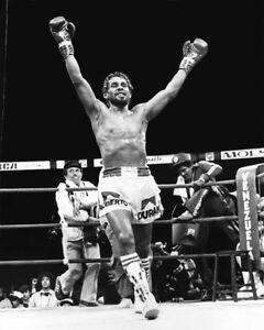 1980 Champion ROBERTO DURAN Beating Sugar Ray Leonard Glossy 8x10 Photo Poster