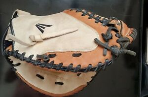 Easton Synergy Fastpitch Series SYFP2000 Catcher's Mitt for right handed thrower