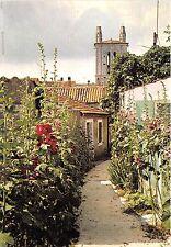 B53652 Mschers sur Gironde Rue des Passes Roses et clocher roman france