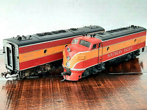 ATHEARN~HO~SOUTHEN PACIFIC PASSENGER CARS F7A & F7B DIESELS + 5 CARS ~ 7 CAR LOT