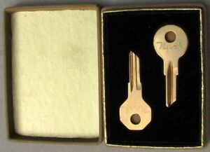 RARE EARLY ORIGINAL NOS NASH ADVERTISING PROMO KEY SET IN FITTED BOX #H66