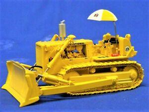 First Gear 50-3132 IH TD-25 Crawler Dozer w/Blade Hitch 1/50 Die-cast MIB