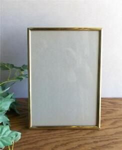 """VINTAGE CLASSIC BRASS FREE STANDING OR WALL HUNG 5"""" x 7"""" PHOTO FRAME WITH GLASS"""