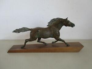 Alte große Bronzefigur Pferd im Trab auf Holzr Sockel länge 99cm  50/60er Jahren
