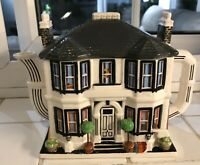 WESTERN HOUSE 1975 FAWLTY TOWERS HOTEL NOVELTY TEAPOT
