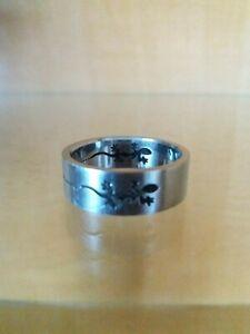 Herren Edelstahl Ring silber grau mit Gecko Gravur 8 mm Inndendurchmesser 22 mm