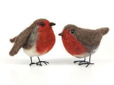 Robin Needle Felting Kit by The Makerss - makes 2 robins with legs